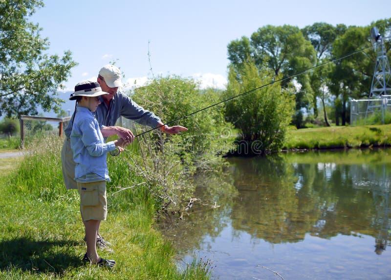 Fischerei mit Großvater lizenzfreies stockfoto