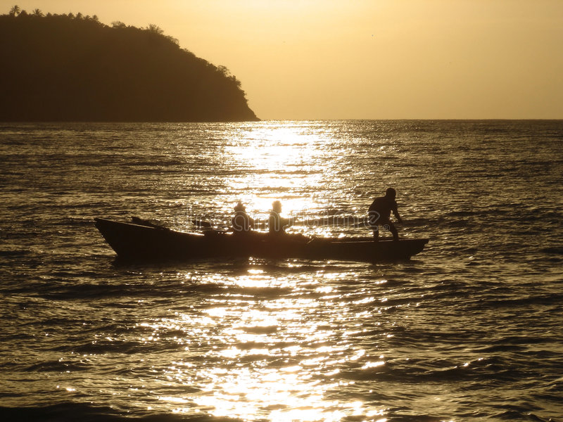 Fischerei am Samana Sonnenaufgang lizenzfreie stockfotos