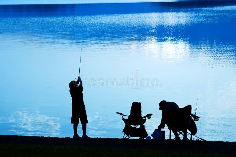 Fischerei am Tagesanbruch stockfotografie