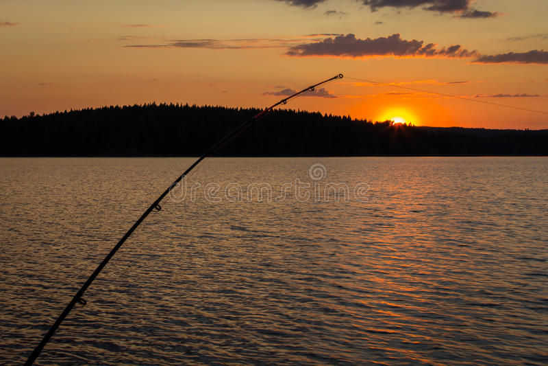Fischerei und Mitternachtssonne stockbilder
