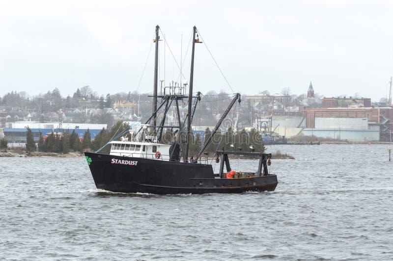 Fischereifahrzeug Stardust, das Hafen lässt stockbilder