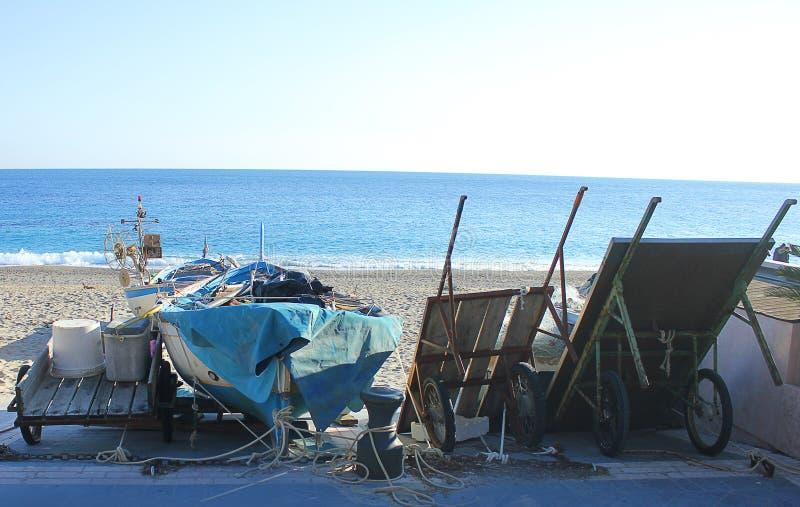 Download Fischereihafen Auf Dem Strand Stockfoto - Bild von seehafen, sand: 96930480