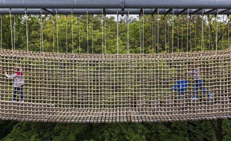 Fischernetz auf einem kletternden Garten für Kinder stockfotos