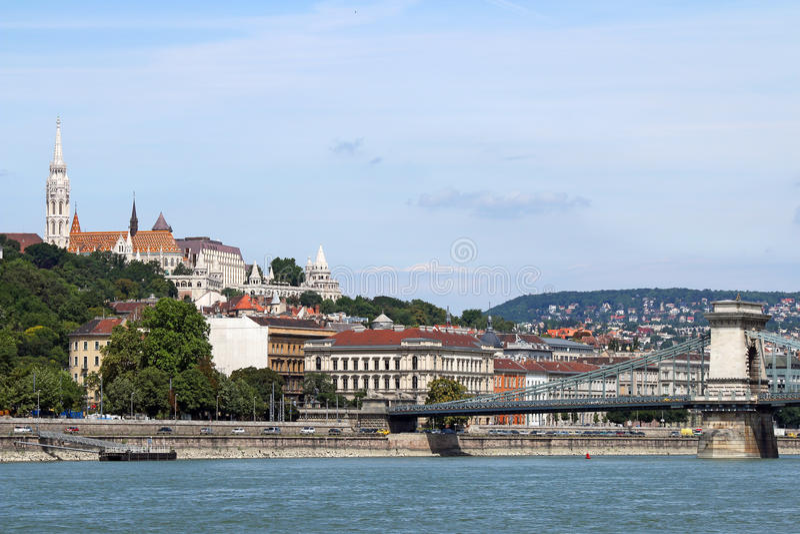 Fischertürme und Hängebrücke Budapest lizenzfreie stockfotos