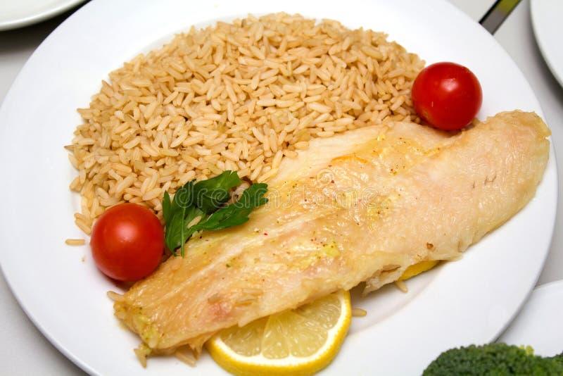 Fischfilet mit Reis stockfoto