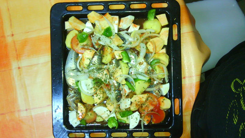 Fischkartoffel-Tomatenpfeffer stockfoto