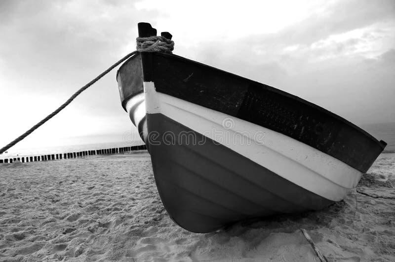 fishboat na plaży obrazy royalty free
