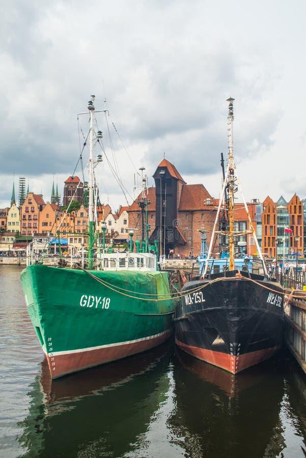 Fishboats στο παλαιό λιμάνι στο Γντανσκ, Πολωνία στοκ φωτογραφία