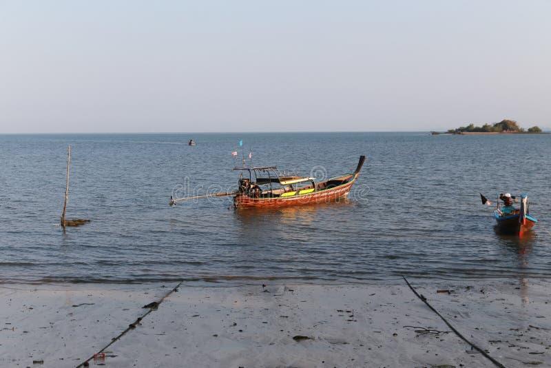 Fisher船在酸值sukorn的海 库存照片