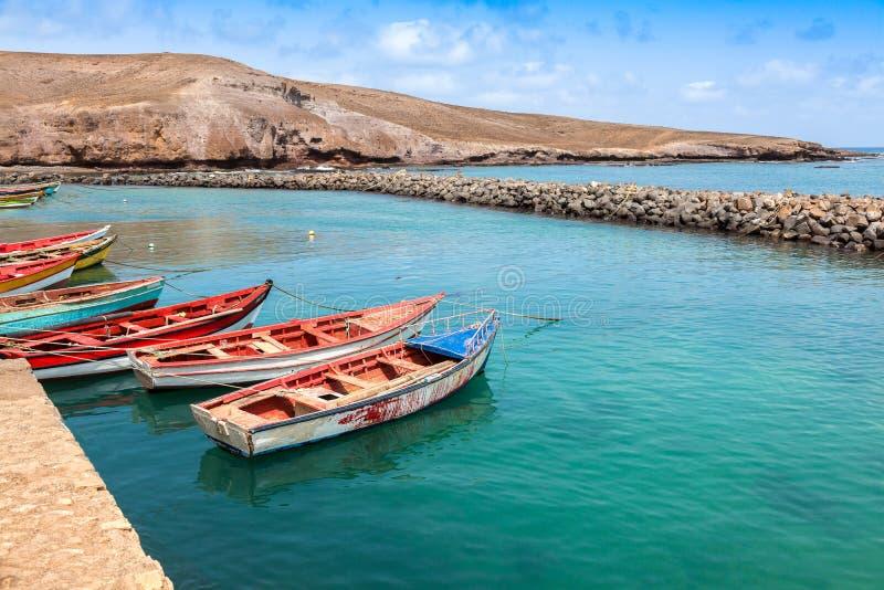 Fisher-Boote in Pedra Lume beherbergten in den Salz-Inseln - Kap-Verde - lizenzfreie stockfotografie