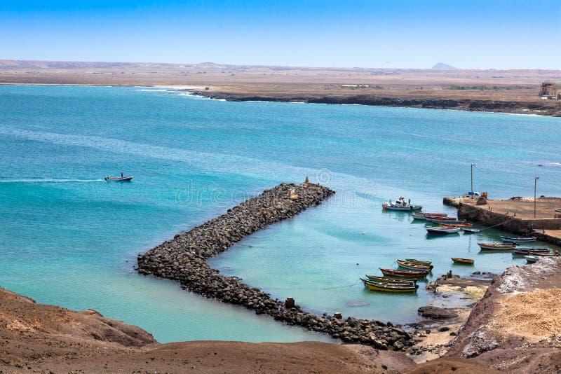 Fisher-Boote in Pedra Lume beherbergten in den Salz-Inseln - Kap-Verde - stockfotografie