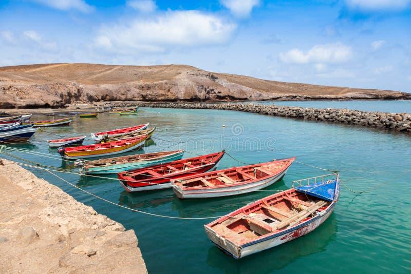 Fisher-Boote in Pedra Lume beherbergten in den Salz-Inseln - Kap-Verde - stockfoto