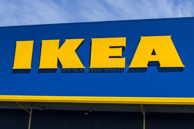 Fisher - vers en mai 2017 : Magasin de mobilier de maison d'IKEA Fondé en Suède, IKEA est détaillant de meubles du ` s du monde l image libre de droits