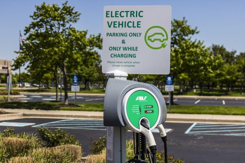 Fisher - vers en mai 2017 : Région de remplissage de véhicule électrique Les véhicules électriques et les stations de charge sont photographie stock libre de droits