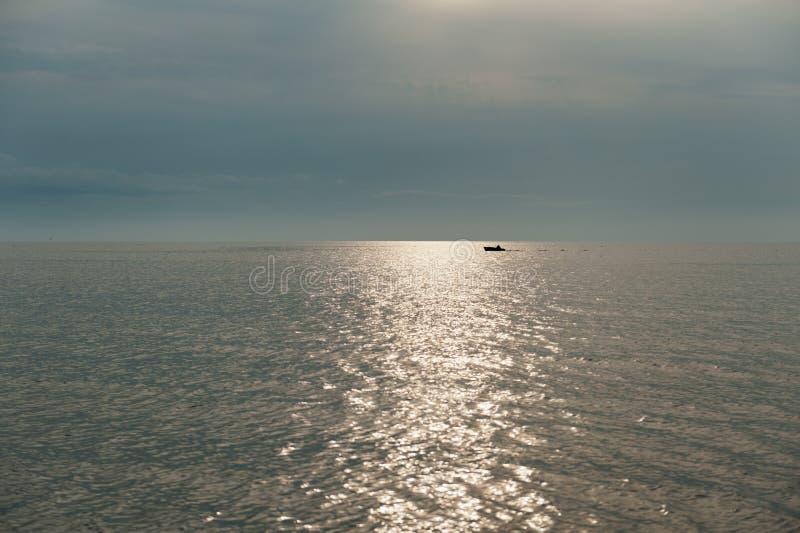 Fisherboat på stobalticumen i Estland arkivbilder