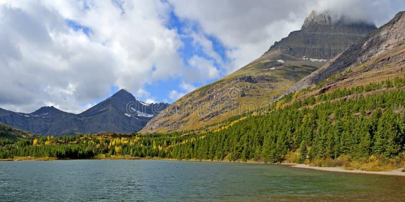 Fishercap sjö i många glaciär royaltyfri bild