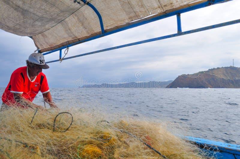 fishermän förbereder Fisheren netto arkivfoto