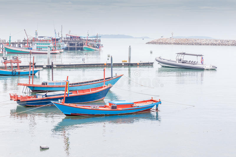 Fisherman's村庄,空白的小和大fisherman's划艇 免版税图库摄影