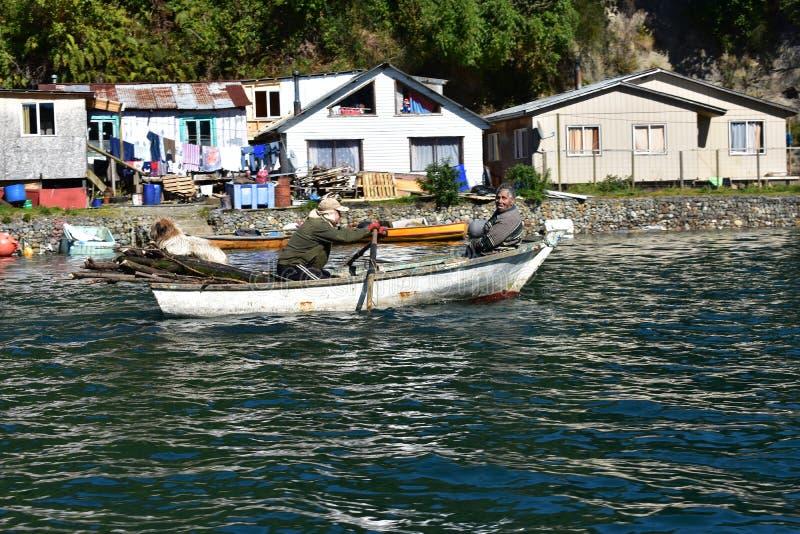 Fishermans cerca de Puerto Montt imagen de archivo libre de regalías