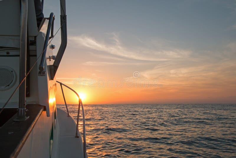 Fishermansmening van roze geeloranje zonsopgang over het Overzees van Cortes royalty-vrije stock foto's