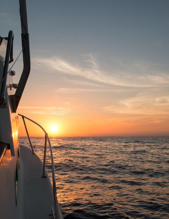 Fishermansmening van roze geeloranje zonsopgang over het Overzees van Cortes royalty-vrije stock fotografie
