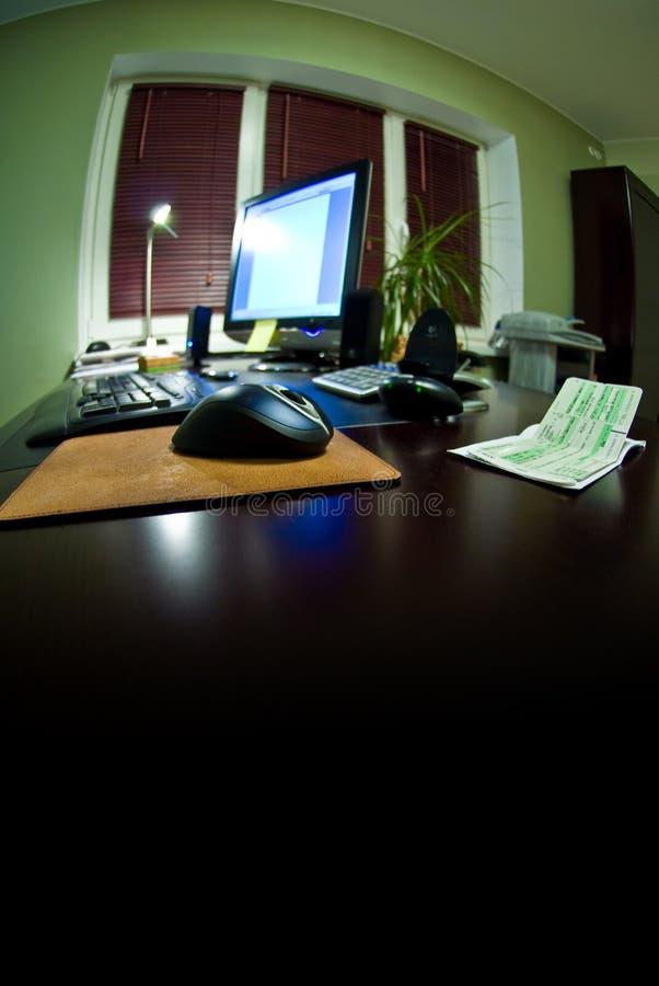 Fisheye Ansicht des Büro-Schreibtisches stockbilder
