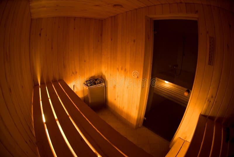 Fisheye Ansicht des Sauna-Innenraums lizenzfreies stockfoto