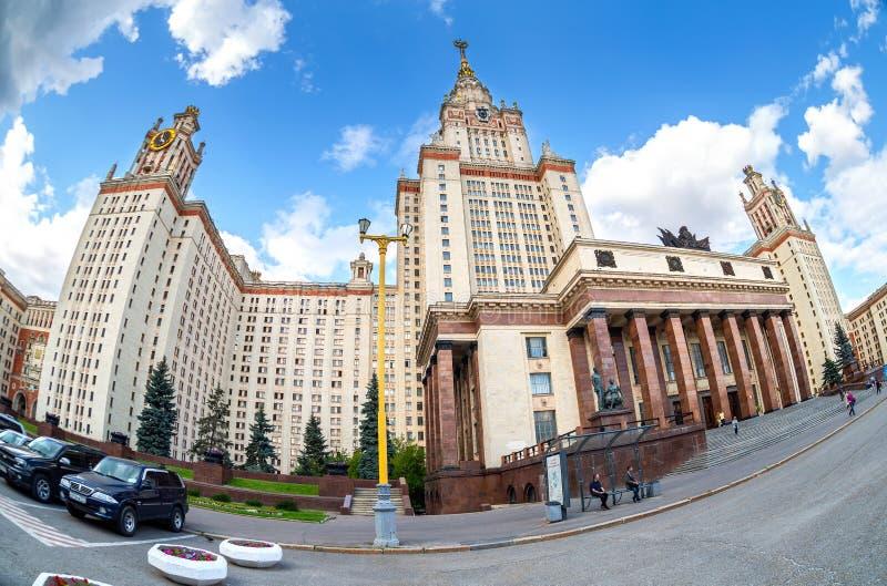 Fisheye fala sobre a Universidade Estadual de Lomonosov em Sparrow Hills imagens de stock royalty free