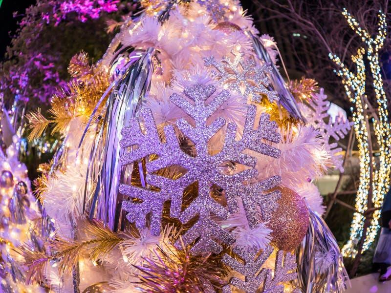 Fisheye len toont het nieuwe aspect van het verstand van de Kerstmisdecoratie stock afbeeldingen
