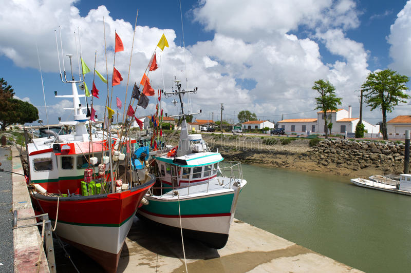 Download Fishing Boats Boyardville France Stock Image - Image: 26917047