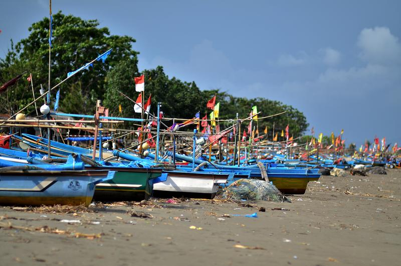 Fishing boats to look for fish leaning on the turtle bay stock images