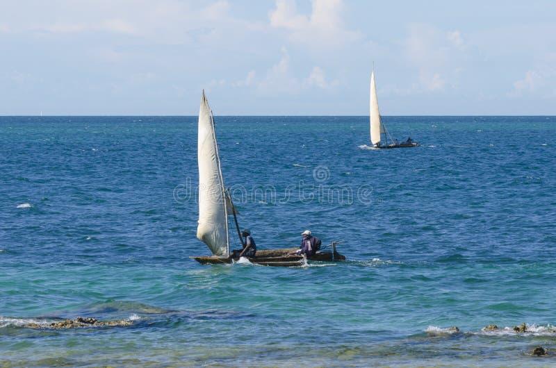 Fishingboats africains traditionnels photo libre de droits