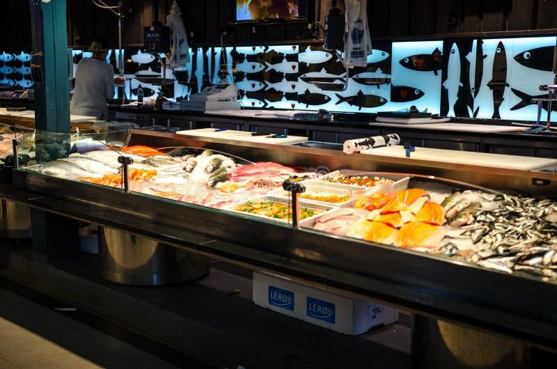 Fishmarket在Kauppahalli,坦佩雷芬兰 免版税图库摄影