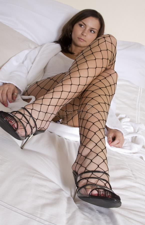 Fishnets sul letto fotografia stock