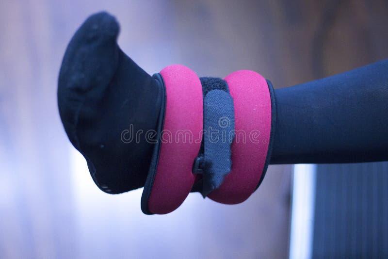 Fisioterapia del ginocchio di terapia fisica fotografie stock