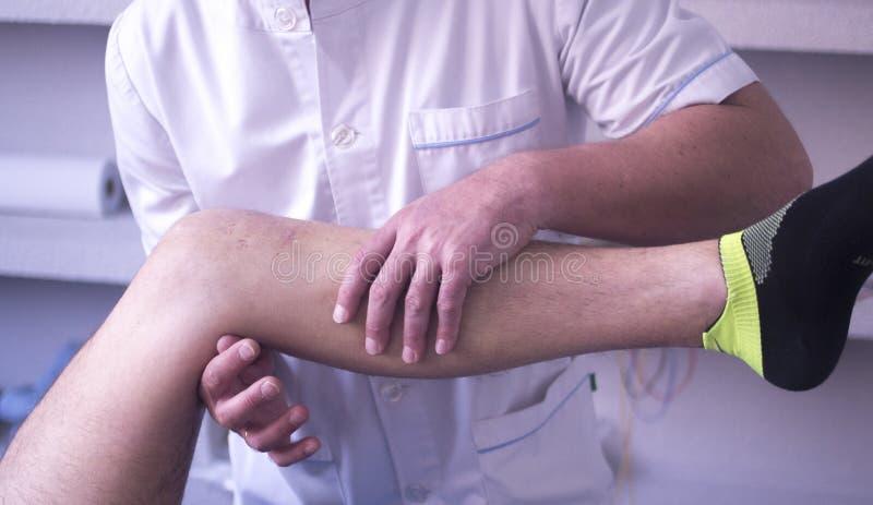 Fisioterapia di terapia fisica fotografia stock libera da diritti