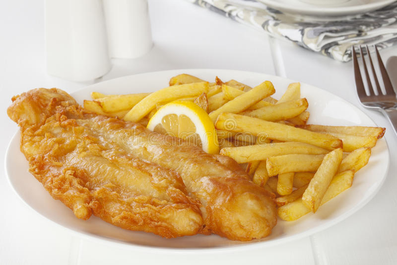 Fisk och chiper arkivbild