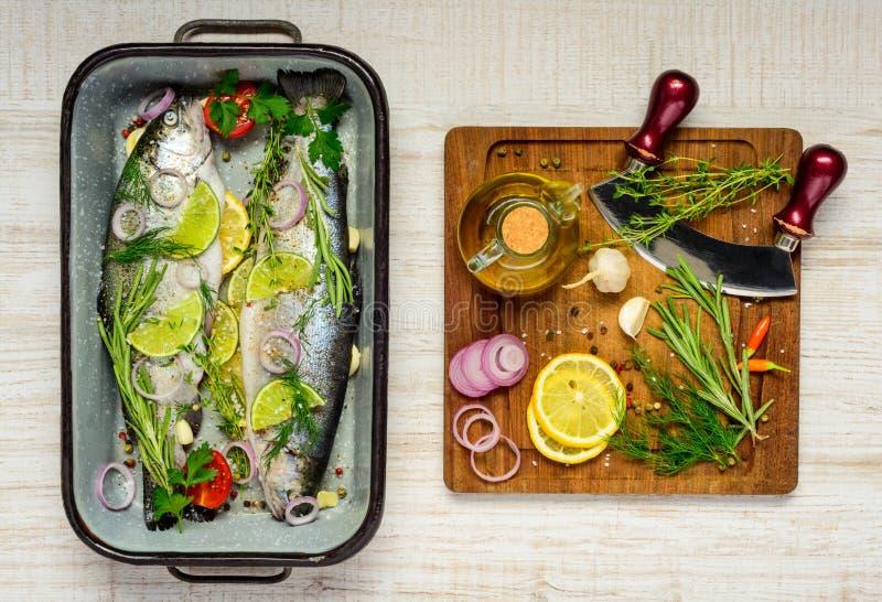 Fisk- och matlagningingredienser arkivbild