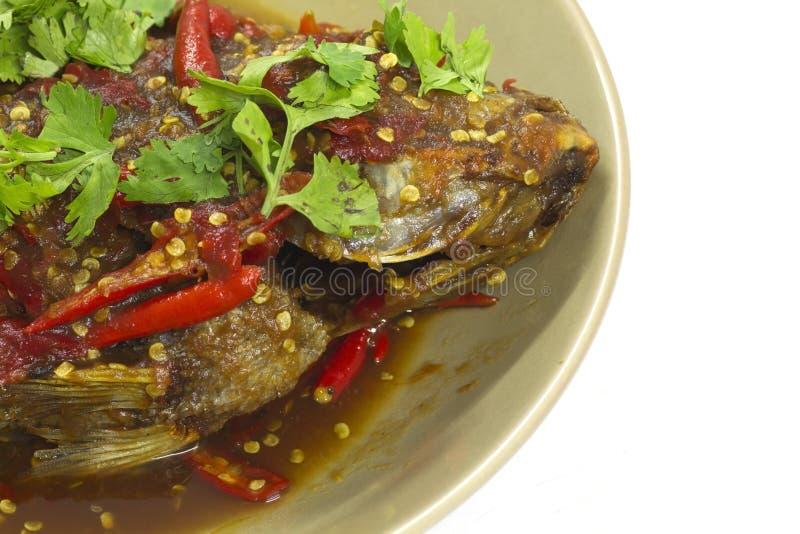 Fisk som överträffas med chilien. arkivfoton