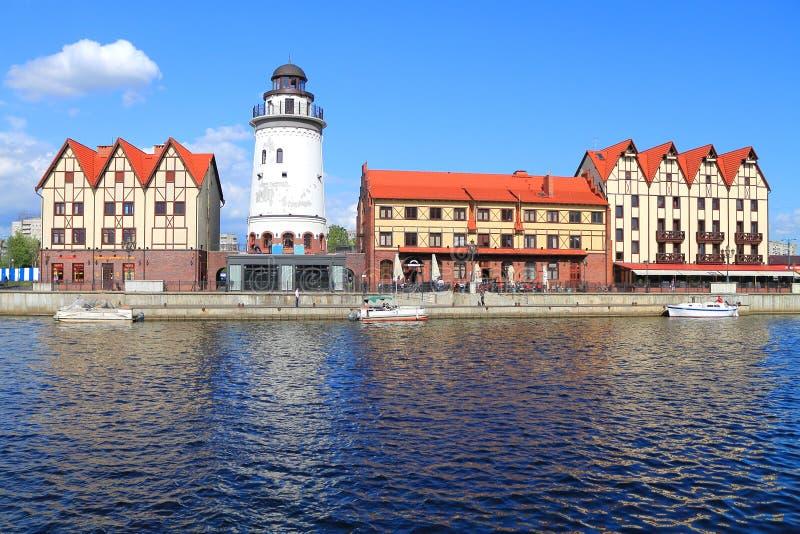 """""""Fiska byn"""" som stiliseras under arkitektur av pre-kriget Konigsberg arkivfoto"""