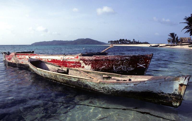 fiska för kanoter som är litet arkivbild