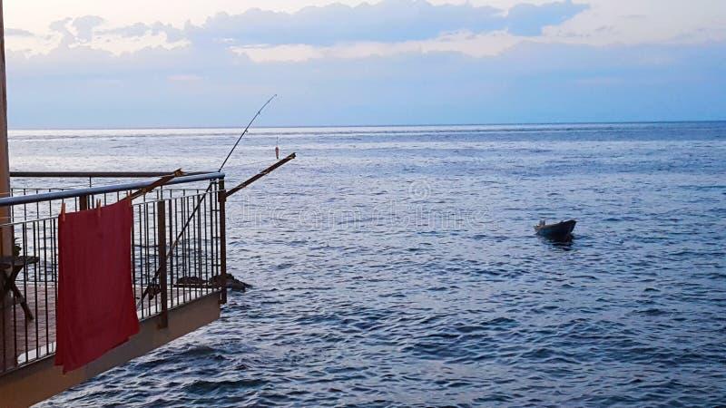 Fiska hemifrån royaltyfri fotografi