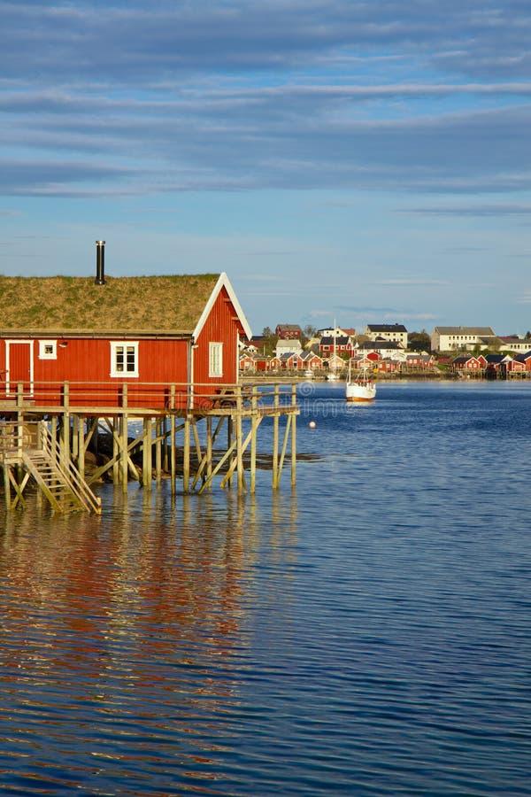 Fiska hus på Lofoten arkivbild