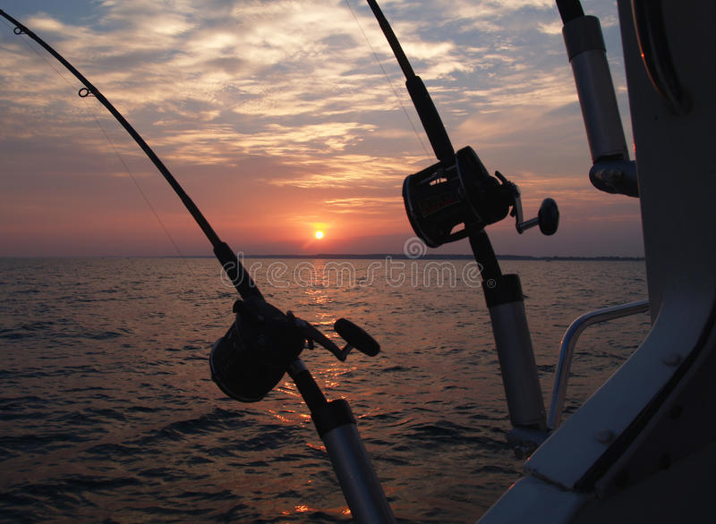 Fiska med drag i fiska Poles royaltyfri bild