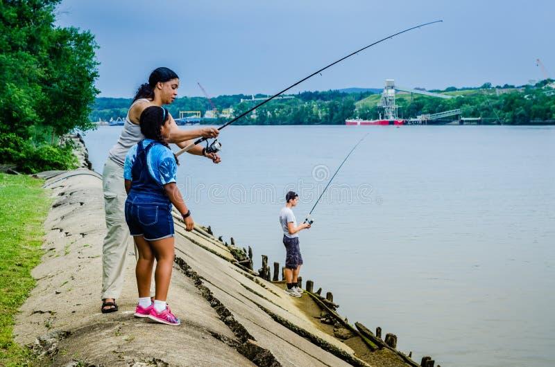 Fiska - Schodack ödelstatspark - Schodack landning, NY royaltyfri fotografi