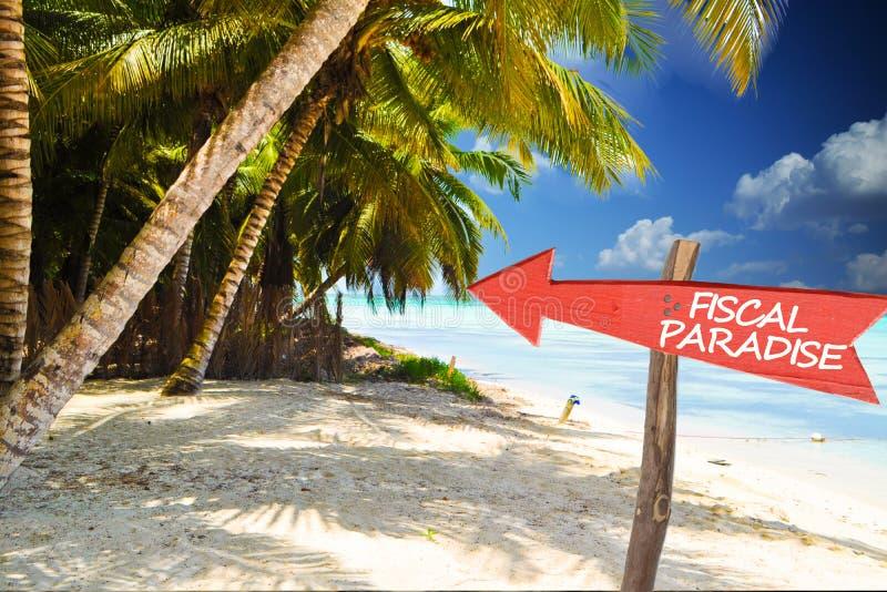 Fiskalny raj z czerwoną strzała na tropikalnej wyspie zdjęcia royalty free