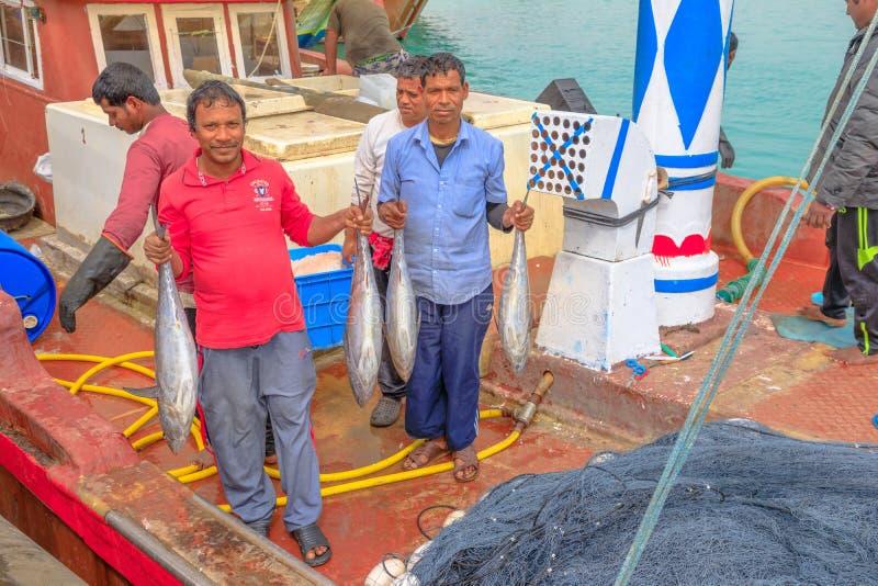 Fiskare med den stora fisken royaltyfri bild