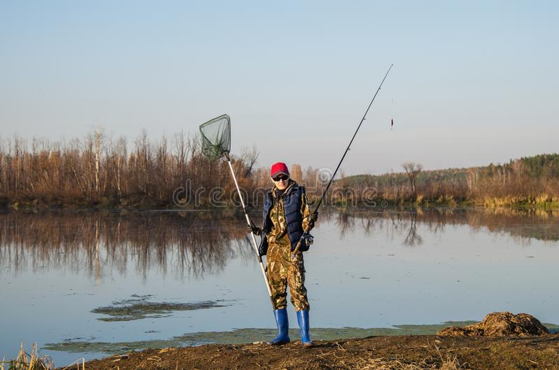 Fiskare med snurrstången royaltyfri bild