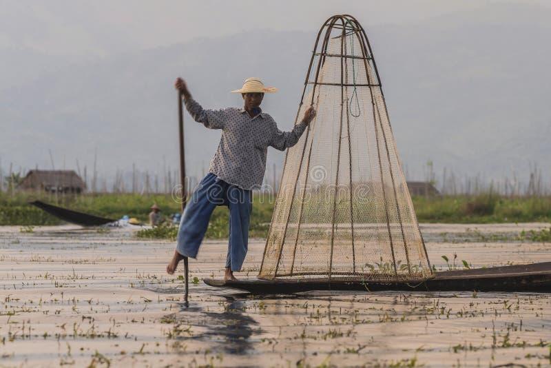 Fiskare på Inle sjön i Myanmar royaltyfria foton