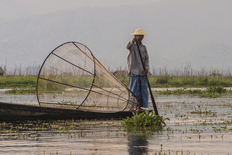 Fiskare på Inle sjön i Myanmar royaltyfri foto